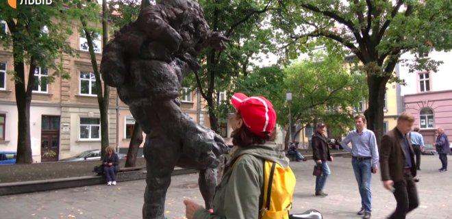 У Львові довкола  скульптури Моцарта-молодшого виникла суперечка. Пояснення автора - Фото